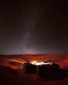 desierto noche estrellas