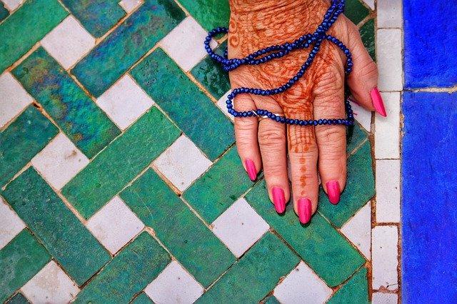 moroccan women henna